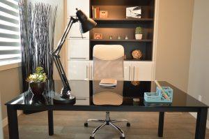 Kauf von Home-Office-Möbeln